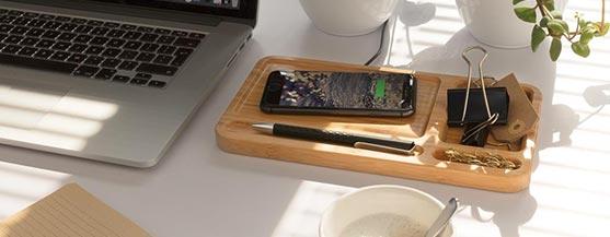 Bamboo desk organizer met draadloze oplader